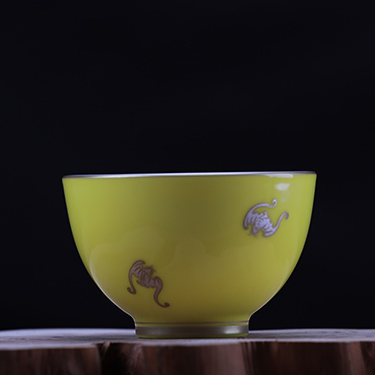 鹅黄釉大杯蝠云杯丨品茗杯工笔手绘高温茶杯丨台湾自慢堂匠心营造